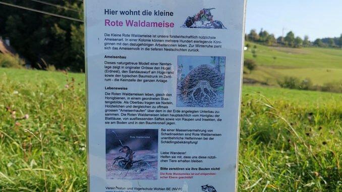 Hinweisschild der Naturschuetzer und Ameisenfreunde CC BY SA 4.0 Isabelle Trees Frauenkappelen Switzerland